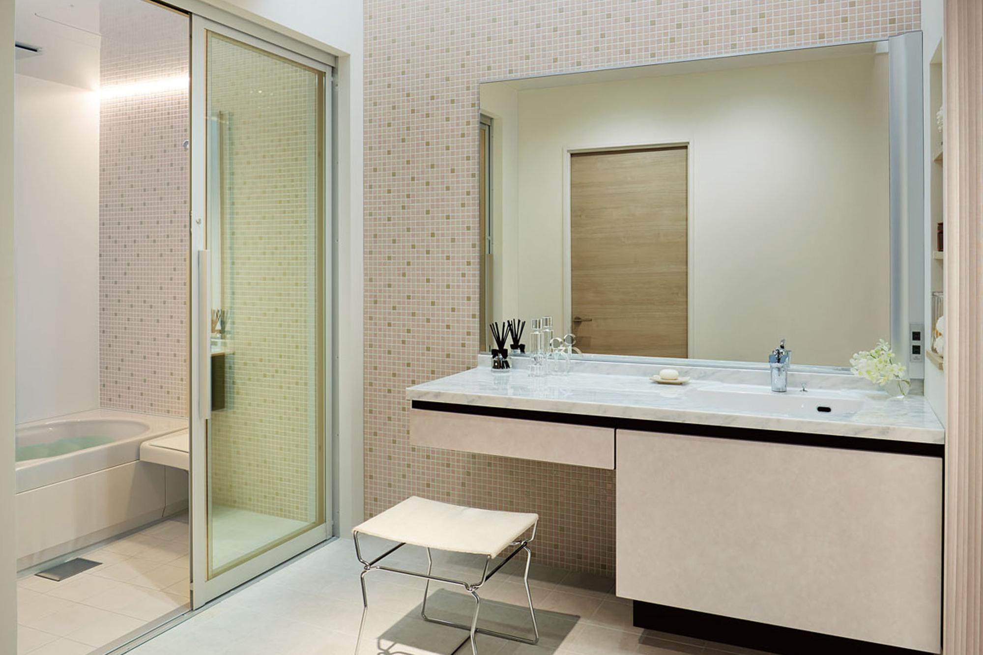 浴室と洗面脱衣室の段差を解消。